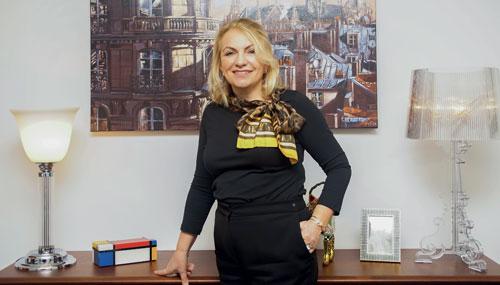 Portrait de Véronique Bougardier dans son bureau